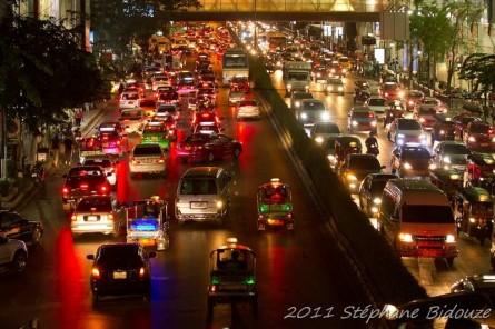 Le trafic routier et fluvial de Bangkok