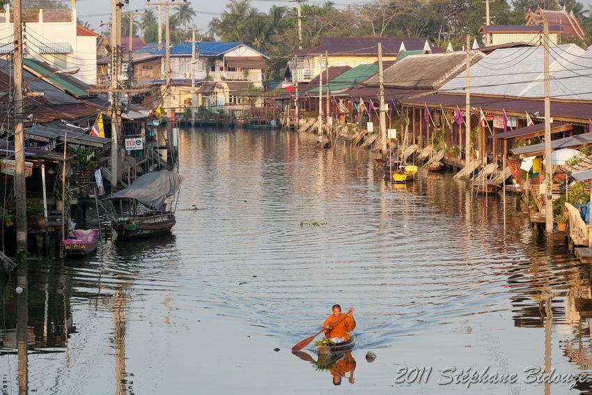 Le marché flottant d'Amphawa et la fabrication du sucre de palme