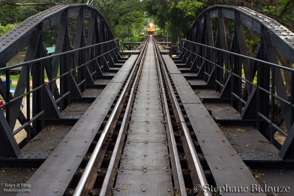 Kanchanaburi, Le pont de la rivière Kwai et le temple Tham Khao Noi