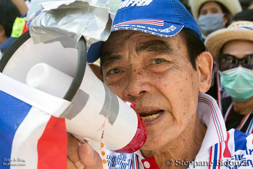 porte-voix-megaphone-manifestant-bangkok