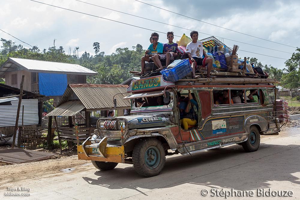 jeeppney-surchargé-plein-palawan-philippines