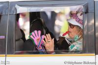 mains-plastique-sifflet-manifestation-bangkok
