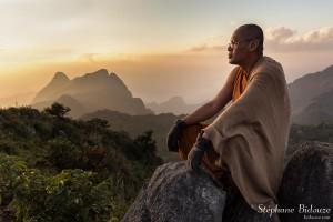 moine-bouddha-meditation-