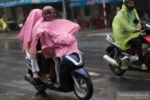 vietnam-pluie-mobylette-da-nang