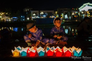 vendeurs-enfants-vietnam-bougies