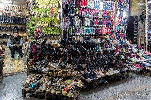 chaussures-vendeuse-hanoi-magasin