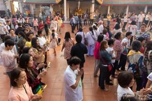 thai-gens-priant-prière-nouvel-an