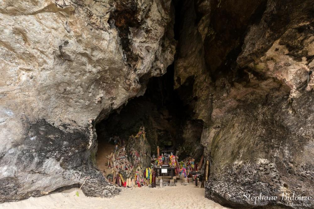 Phallus cave at Phra Nang beach