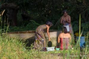 bain-laver-corps-toilette-thailande-sauvage
