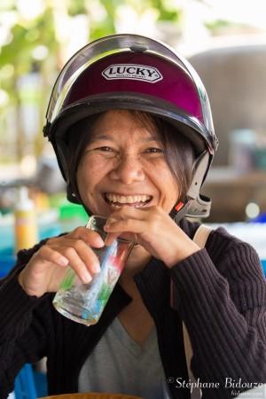 femme-thailandaise-rire-sourire