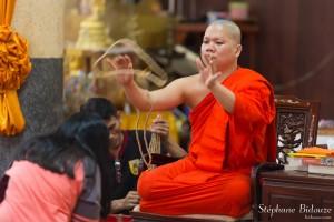 moine-thailande-chapelet-collier-ceremonie