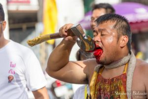 phuket-mutilation-langue-sang