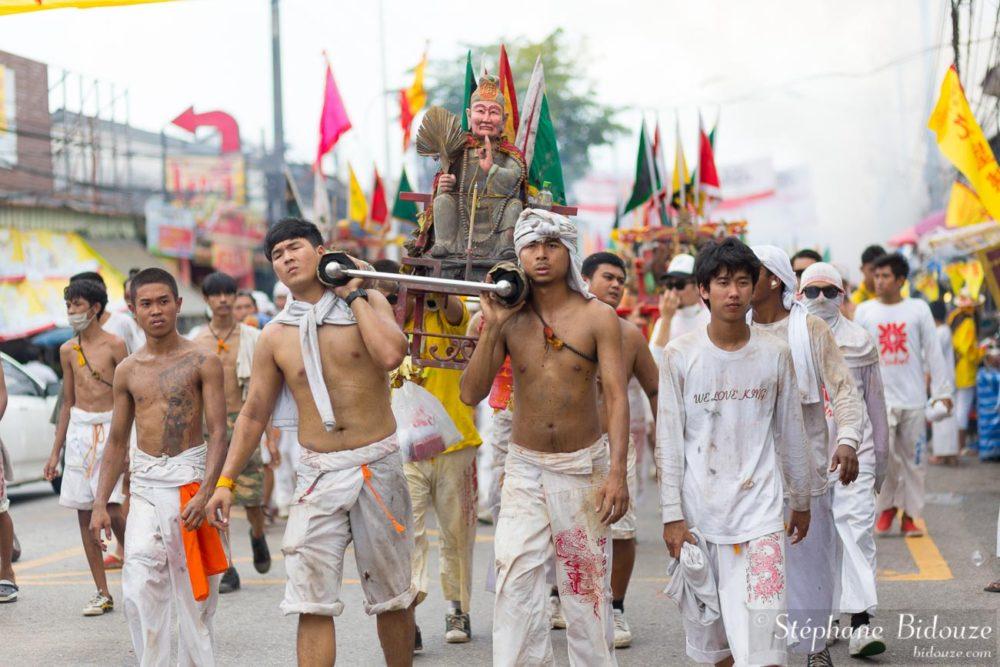 La procession retourne au temple